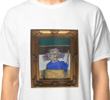 Queenie Flippin' The Bird Classic T-Shirt