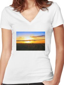 Day's End Women's Fitted V-Neck T-Shirt