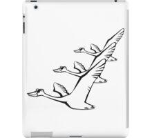 Vogel fliegen gans ente sonnenbrille formation  iPad Case/Skin