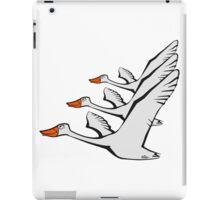 Vogel fliegen gans ente formation  iPad Case/Skin