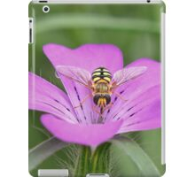 Hoverfly on Pink flower iPad Case/Skin