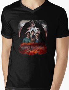 Supernatural Family Dont end with blood 2 Mens V-Neck T-Shirt