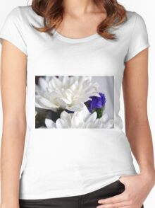 White flowers macro, natural background. Women's Fitted Scoop T-Shirt