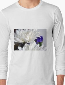 White flowers macro, natural background. Long Sleeve T-Shirt
