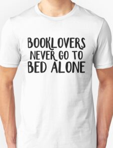 Booklovers never go to bed alone Unisex T-Shirt