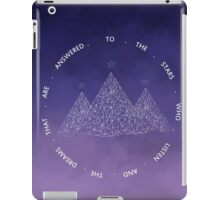 TO THE STARS WHO LISTEN AND THE DREAMS THAT ARE ANSWERED- SARAH J. MAAS iPad Case/Skin