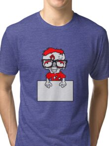 schild rahmen mauer text schreiben nerd geek streber freak hornbrille pickel spange zombie lustig untot horror monster halloween  Tri-blend T-Shirt