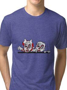 paar pärchen frau mann liebe mauer wand klettern rahmen schild text team party zombies böse ekelig monster horror halloween zombie verliebt  Tri-blend T-Shirt