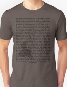 Read a book: Alice in Wonderland Unisex T-Shirt