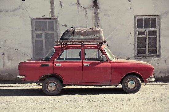 A car with a bathtube by Franziska Wernsing