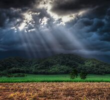 Light rays  by mellosphoto