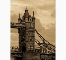 Tower Bridge - antique Unisex T-Shirt