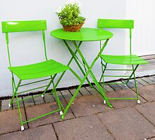 Bright green Cafe Table and Chairs by Stanciuc