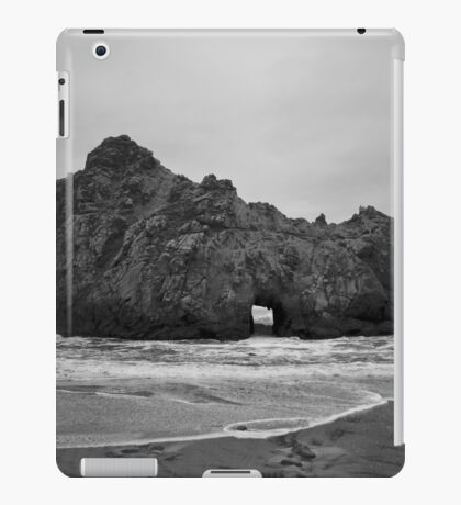 Pfeiffer Beach II BW iPad Case/Skin