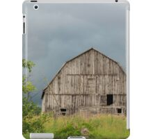 Abandoned wooden barn - Fitzroy Harbour, Ontario iPad Case/Skin