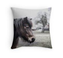 Depressives Zottelpony im niedersächsischen Dauerregen Throw Pillow