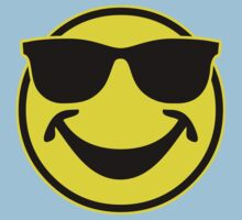 Cool funny Smiley with sunglasses Kids Tee