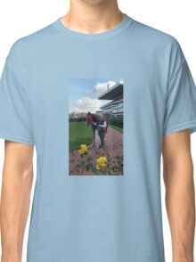 THE MOUNTING YARD Classic T-Shirt