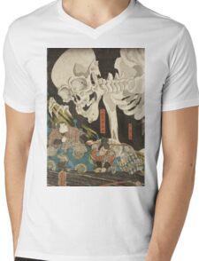 Utagawa Kuniyoshi - Mitsukuni And The Skeleton Spectermid 1840. Man portrait:  mask,  face,  man ,  samurai ,  hero,  costume,  kimono,  tattoos ,  sport, skeleton, macho Mens V-Neck T-Shirt