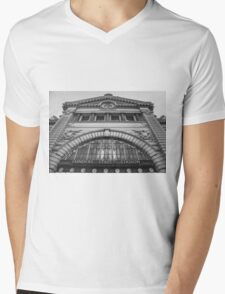Looking Up - Flinders Street Station in Melbourne Mens V-Neck T-Shirt