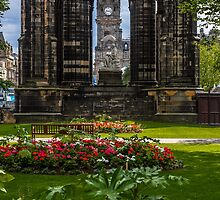 Sir Walter Scott and the clock tower by Graeme  Ross
