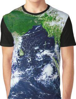 Beautiful wonderful earth Graphic T-Shirt