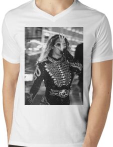 Beyoncé Knowles - Backstage - FormationWorldTour Mens V-Neck T-Shirt