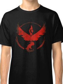 Team Valor grunge red - black bg Classic T-Shirt