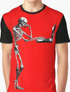The social media trap Graphic T-Shirt