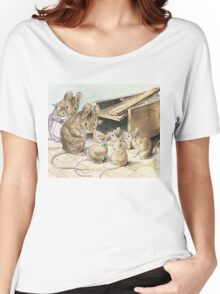 Don't go into the trap! Says Father Mouse Women's Relaxed Fit T-Shirt