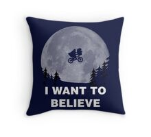 I Want To Believe In E.T. Throw Pillow