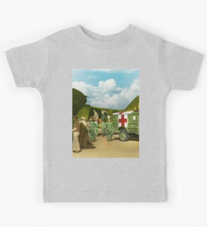 Doctor  - Transferring the wounded Kids Tee