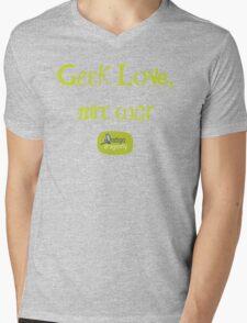 Geek love, not war Mens V-Neck T-Shirt