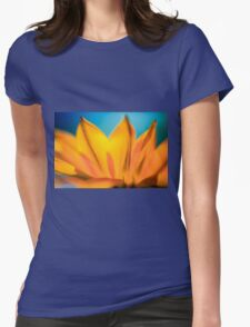 Extreme close up of a yellow daisy with a blue sky background  Womens Fitted T-Shirt