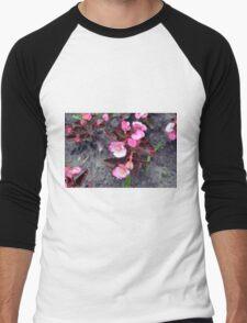 Beautiful fragile pink flowers on the ground. Men's Baseball ¾ T-Shirt