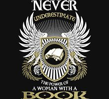 NEVER UNDERESTIMATE THE POWER OF A WOMAN WITH A BOOK Unisex T-Shirt
