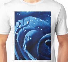 Beatiful Blue rose with water drops Unisex T-Shirt