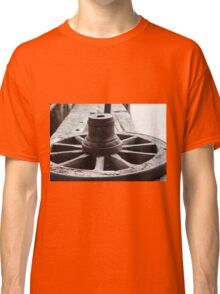 Old wooden wheel Classic T-Shirt