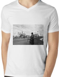 Artist at work - Notre Dame - Paris, France Mens V-Neck T-Shirt