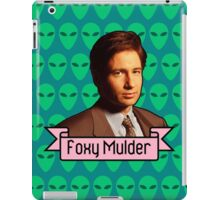 Foxy Mulder ft. Aliens iPad Case/Skin