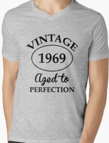 vintage 1969 aged to perfection Mens V-Neck T-Shirt