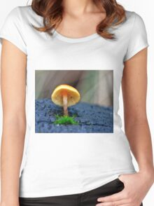 Discovering Fungi Women's Fitted Scoop T-Shirt