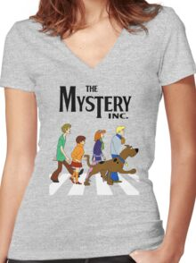 THE MYSTERY SCOOBY DOO Women's Fitted V-Neck T-Shirt