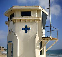 Lifeguard Tower by Henrik Lehnerer