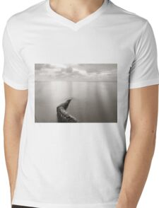 Long exposure seascape with fallen palm tree Mens V-Neck T-Shirt