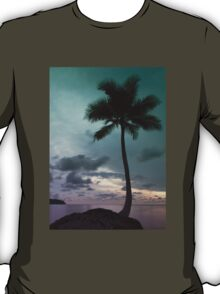 Palm tree with Retro summer filter effect T-Shirt