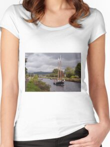 Sailing on the Crinan Women's Fitted Scoop T-Shirt