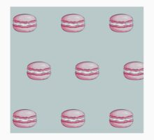 Pink Macarons on turquoise background pattern Kids Tee