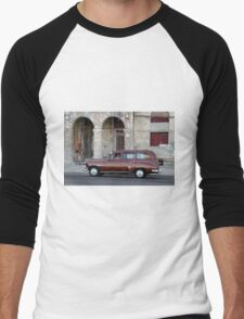Old American car in La Habana, Cuba Men's Baseball ¾ T-Shirt