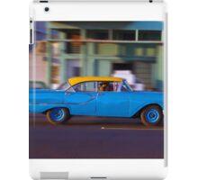 Old American car in La Habana, Cuba iPad Case/Skin